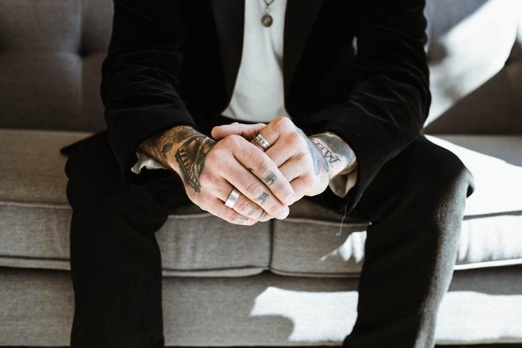 cách đeo nhẫn nam đẹp
